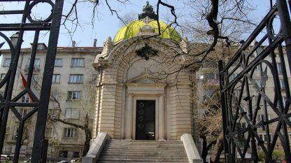 """Гробницата на княз Александър I Батенберг в столицата, в близост до Софийския университет """"Св. Климент Охридски""""."""