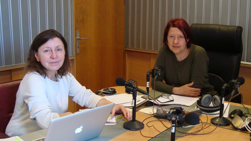 Проф. Светлана Стойчева (вляво) и Венета Гаврилова в студиото на предаването.