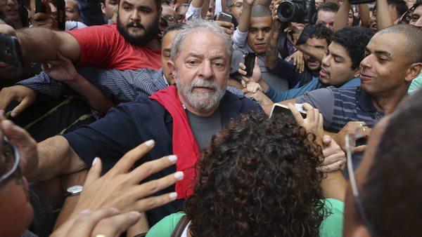 Лула сред привърженици