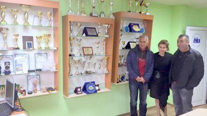 Илиана Раева с ръководителите на СК по кану-каяк Ванто Видин