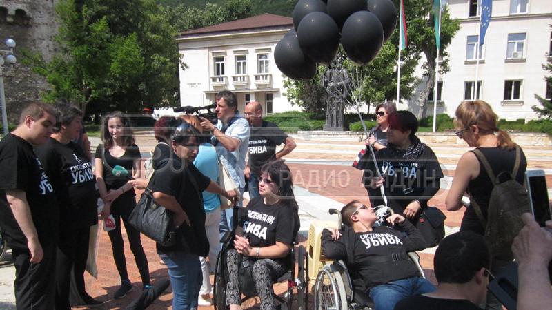 Протестът на майките на деца с увреждания във Враца.
