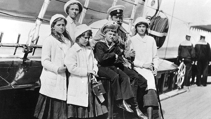 Николай Втори с децата си на яхта през 1991 г.