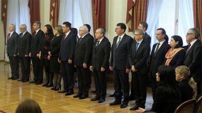 Временный правительственный кабинет на церемонии вступления в должность в январе