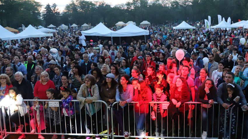 Столичани и гости на София наблюдават концертите на Радио парк фест