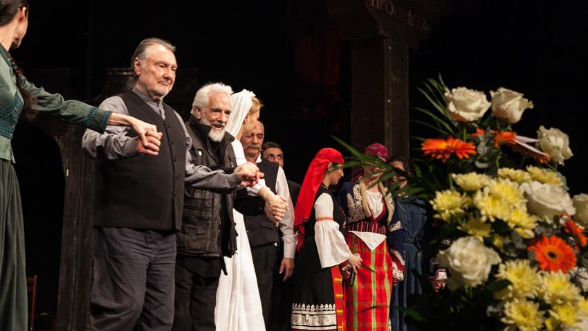 Васил Михайлов посрещна 80-годишнината си на сцената на театър