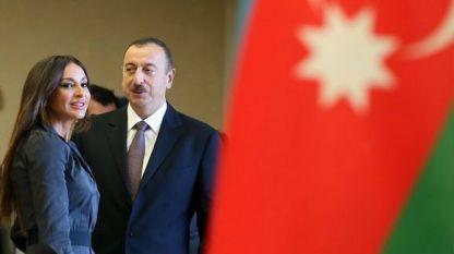 Алиев и съпругата му гласуват на изборите в Азербайджан