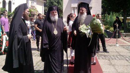 Архимандрит Поликарп, митрополит Дометиан и епископ Сионий при посещението на патриарх Неофит във Видин