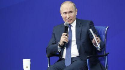 Владимир Путин направи коментара на среща със свои привърженици в Москва в качеството си на кандидат за президент на изборите през март.
