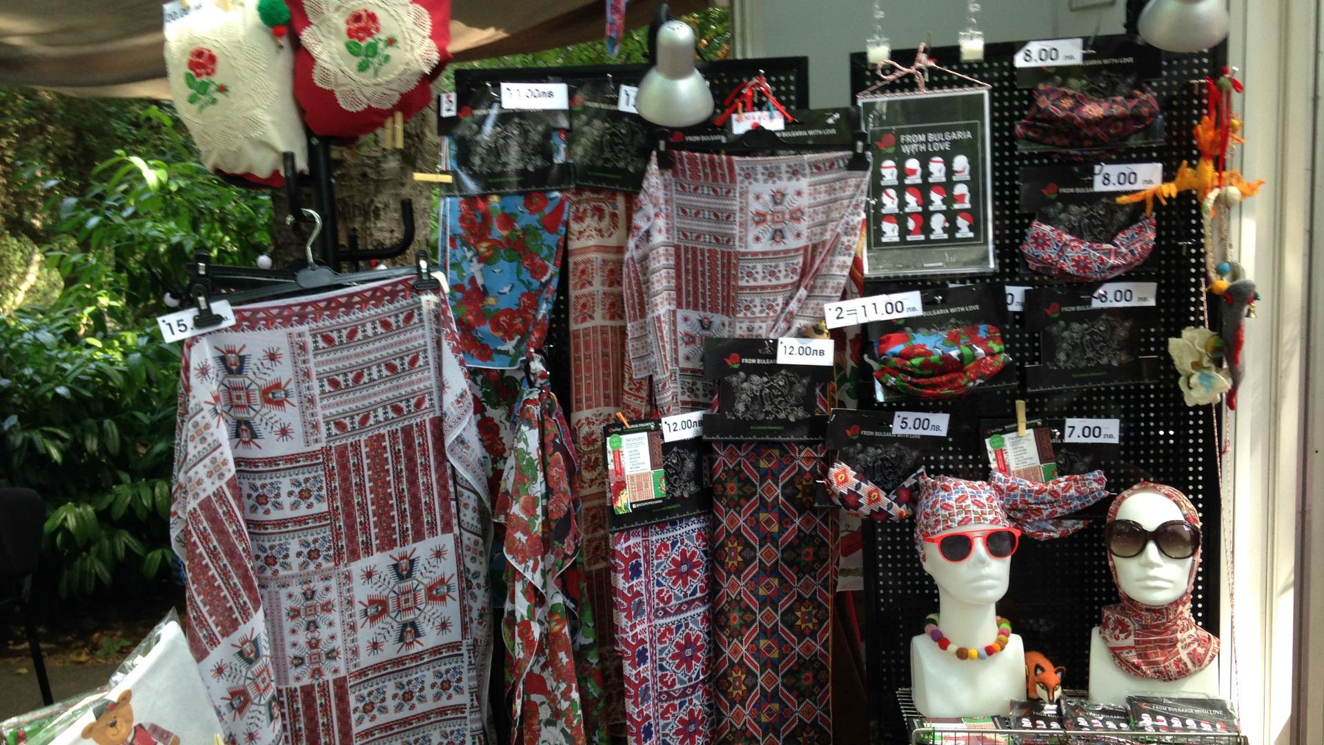 Русские в Болгарии вводят в моду старинную вышивку