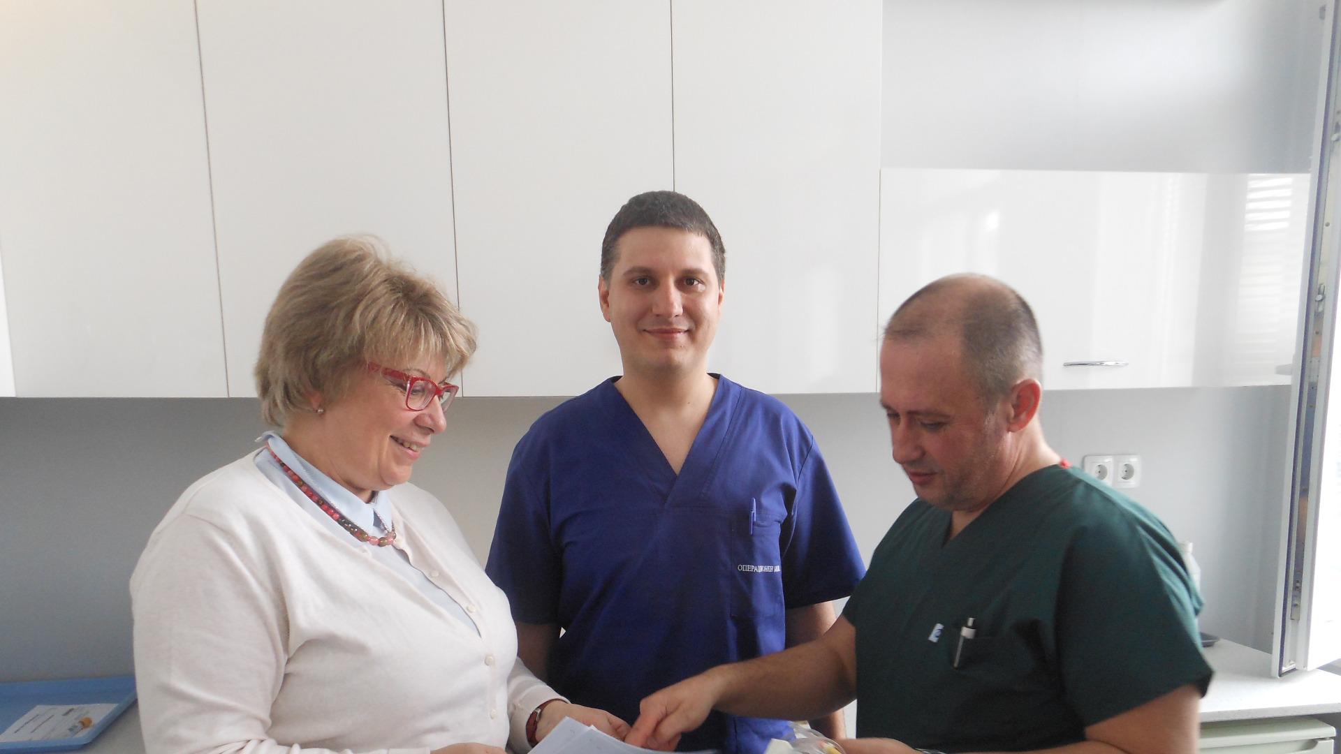 Симеон Маринов, Светлан Николов и тяхната преподавателка Даниела Тасева