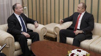 """Президентът Румен Радев и посланик Ерик Рубин разговарят на """"Дондуков 2""""."""