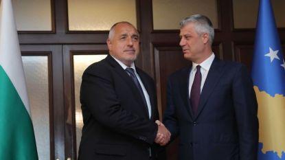 Премиерът Бойко Борисов и президентът на Косово Хашим Тачи преди разговорите им в Прищина.