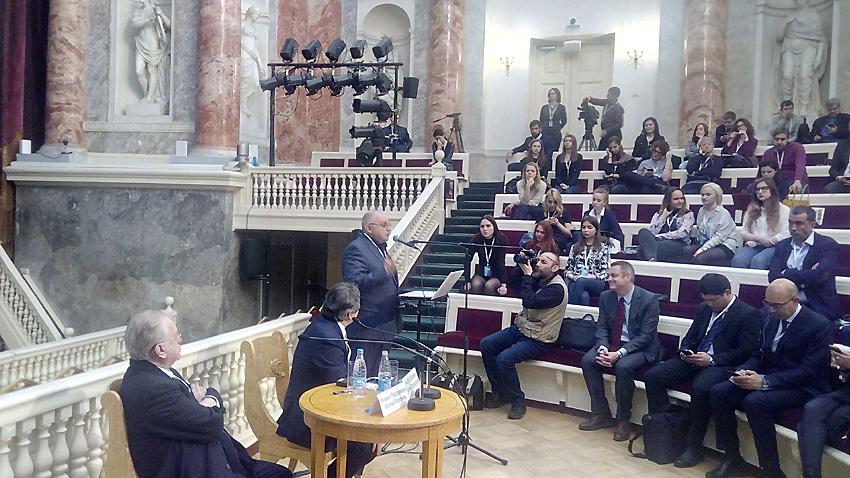 """Сергей Агафонов получава наградата на форума """"Диалог на културите"""""""