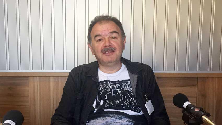 """Кинокритикът Александър Донев представи книгата """"Помощ от публиката"""" в студиото на """"Артефир"""""""