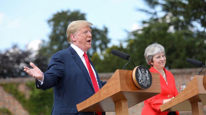 Доналд Тръмп и Тереза Мей на съвместната пресконференция след разговорите им в резиденцията на британския премиер в Чекърс.