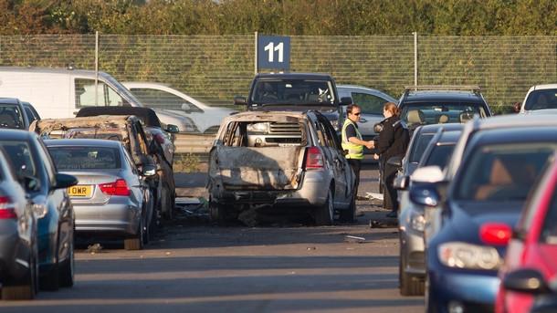 Нанесени са щети на десетки автомобили при катастрофата на самолета