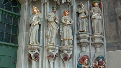 """Част от скулптурната композиция от входа на катедрала на Берн """"Свети Винсент"""""""