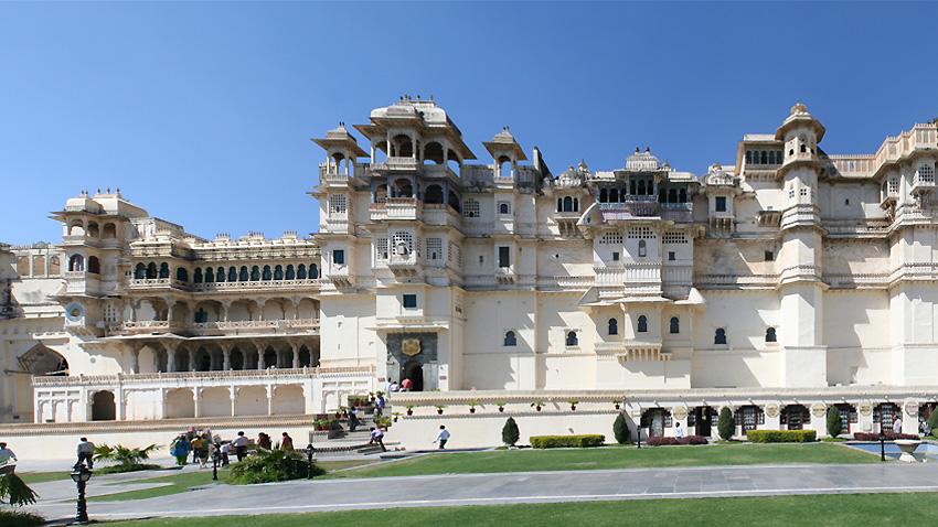 За 400 години владетелите от династията Синкх са построили 11 дворци от гранит и мрамор. Независимо от разликата във времето на строителството, те са издигнати в един и същ великолепен стил.