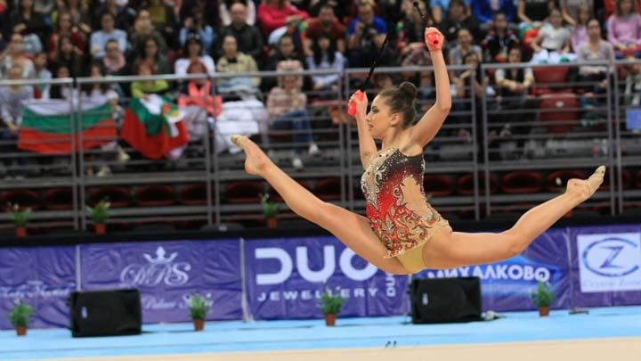 Националният отбор по художествена гимнастика отпътува днес за участие на
