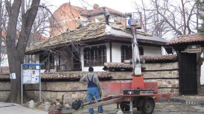 Ремонтират покрива на Етнографско-възрожденския комплекс във Враца