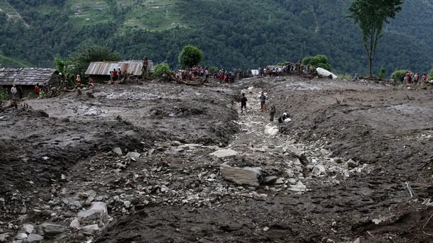 Непалското село Лумле бе затрупано под земните маси