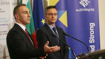 Кристиан Вигенин (справа) и Артан Груби