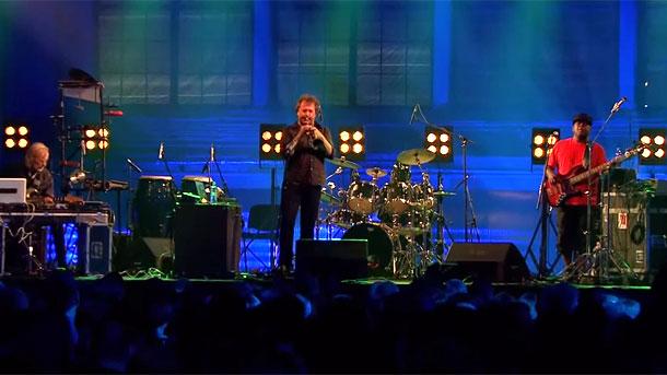 Нилс Петер Мьолвер (тромпет) на джаз сцена във Варшава заедно със Слай (ударни) и Ейвин Аарсет (китара)