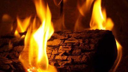 В огнището на Бъдни вечер гори бъдник.