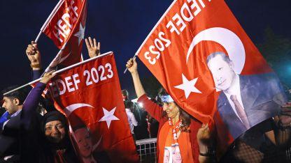 Привърженици на Ердоган празнуват след края на изборния ден