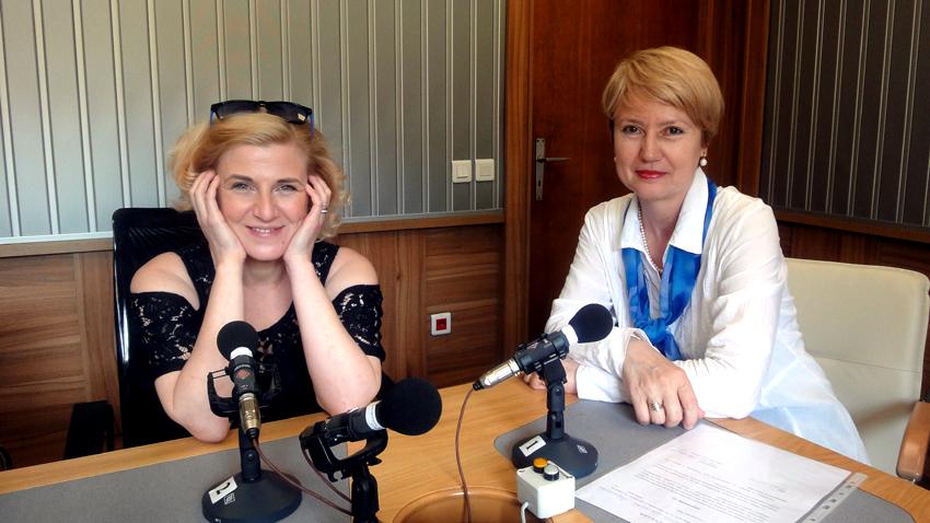 "Мария Цветкова-Маджарова (вляво) и Аделина Александрова в студиото на програма ""Христо Ботев""."