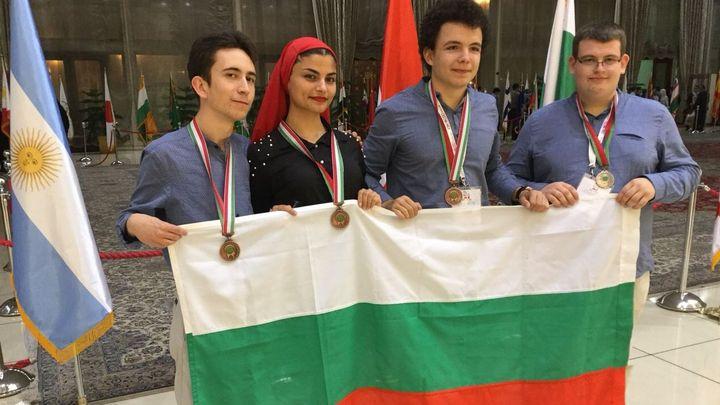 Български ученици спечелиха 4 медала - един сребърен и три