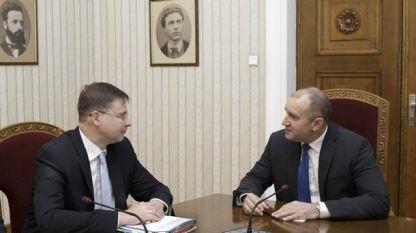 Валдис Домбровскис и президентът Румен Радев