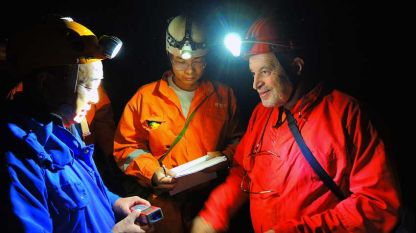 Пещернякът Алексей Жалов (вдясно) по време на експедиция в Китай, 2013 г.