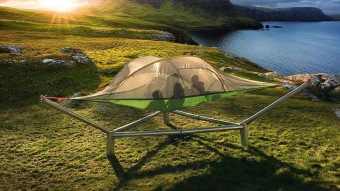 Столичани и гости на София ще имат възможността да се забавляват и на монтирани върху метални конструкции палатки във въздуха.