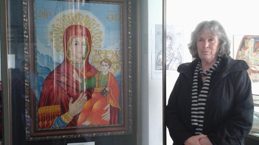 Сийка Тачева, изтъкала копие на чудотворната икона