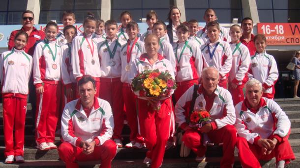 Вече четири месеца националният ни отбор по скокове на батут