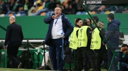 Станимир Стоилов записа 3 победи начело на Казахстан.