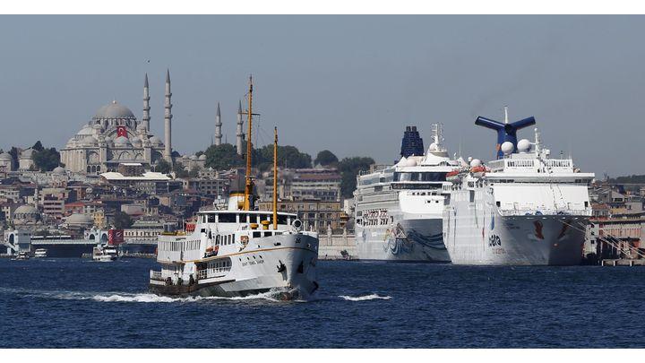 Изглед към Истанбул от Босфора.