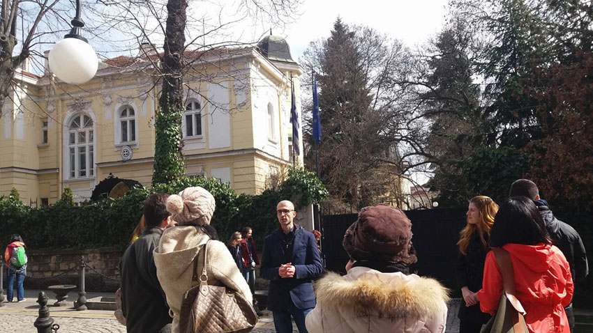 Zdravko Petrov talking to tourists