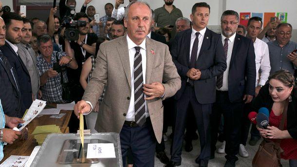 Премиерът на Турция Бинали Йълдъръм и основният съперник на действащия