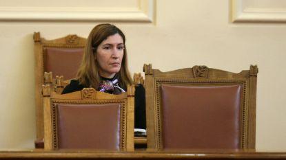 Ministrja Angellkova në parlament