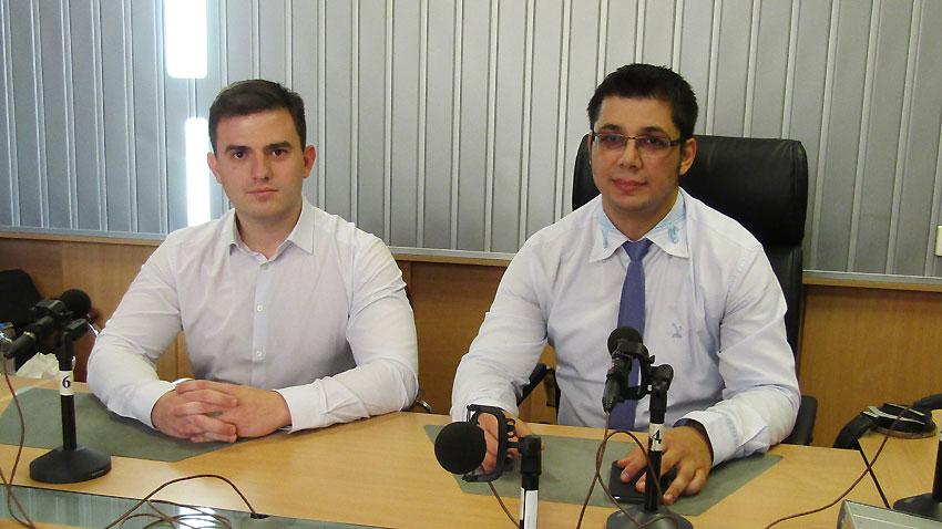"""Д-р Стоян Ставру (вдясно) и Христо Кутиев в студиото на програма """"Христо Ботев"""""""