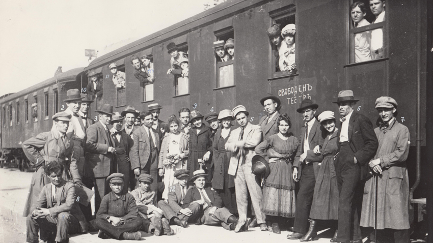 The artists of the Free Theater on tour - 1920