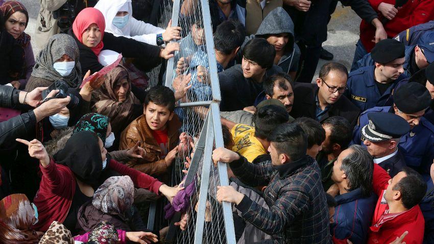 Двойно са се увеличили мигрантите, които влизат през сухопътната граница