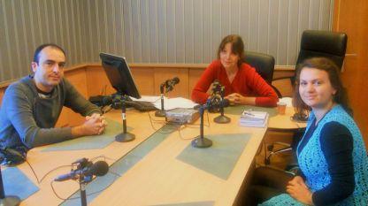 """Наце Сапунджиев, Ирина Вълчанова и Бистра Якимова (отляво надясно) в студиото на програма """"Христо Ботев""""."""