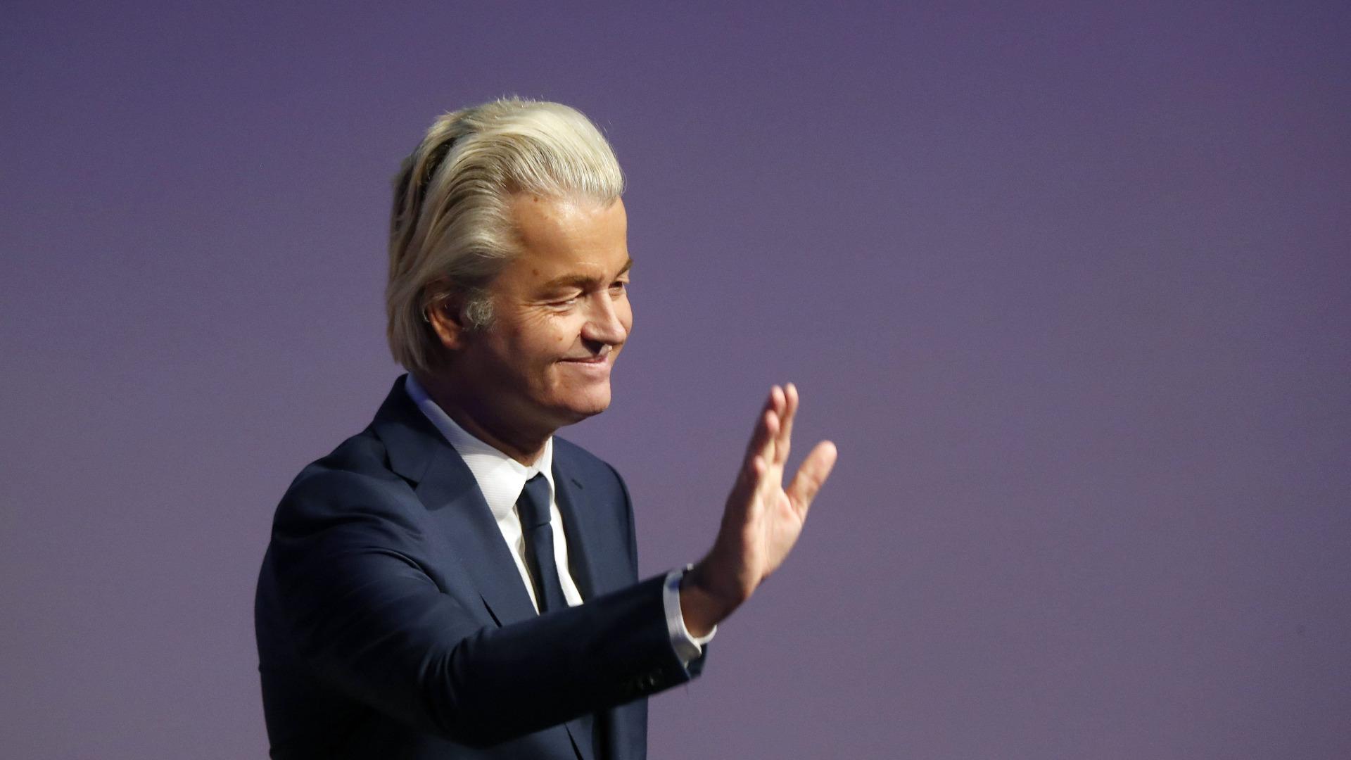 Холандският крайнодесен популист Хеерт Вилдерс поведе тази вечер протестен марш