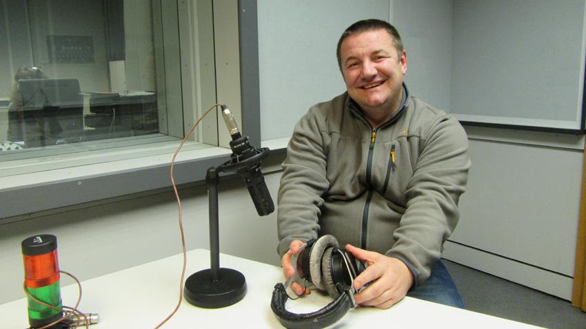"""Д-р Атанас Пелтеков в студиото на програма """"Христо Ботев""""."""