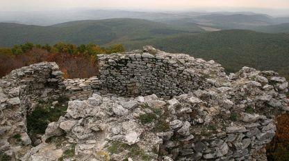 "Средновековната крепост ""Лютица"" край Ивайловград"