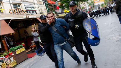 В разследването на опита за преврат в Турция бяха арестувани 50 136 души