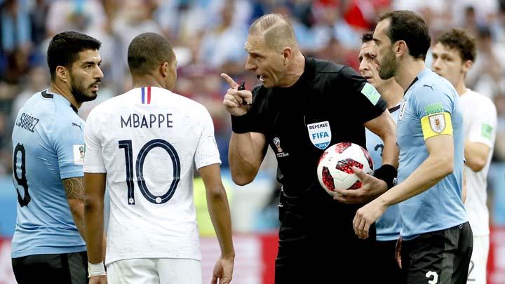Питана ръководи по един мач на Франция и Хърватия в турнира
